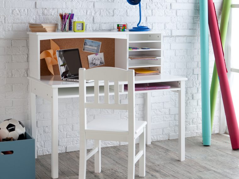 White-Wooden-Kids-Furniture-Desk-Set-With-Chair